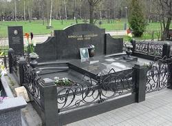 памятник при жизни